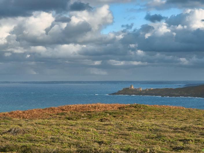 L'Anse des Sévignés et le Fort la Latte - la Roche Goyon - un jour de gros temps