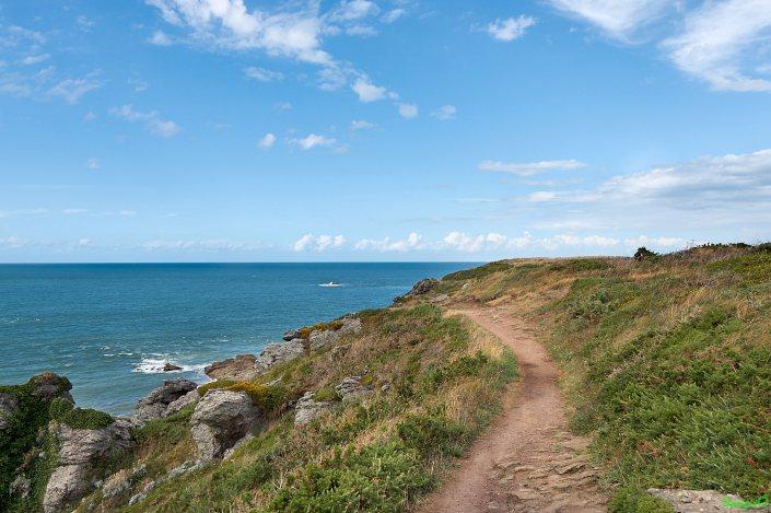 Entre Saint Malo et la Pointe du Grouin le GR 34 longe aussi la mer