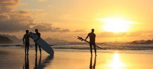 Surfkurs am Strand von La Pared auf Fuerteventura mit Sonnenuntergang, surfen lernen Fuerteventura
