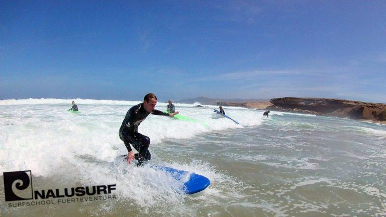 Surfkurs Fuerteventura, surfen lernen, wellenreiten lernen auf Fuerteventura bei Nalusurf Surfschool Fuerteventura
