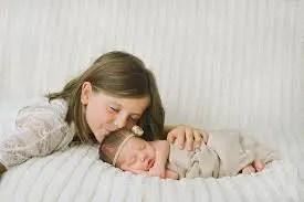 Nama Bayi Perempuan Yang Artinya Saudara