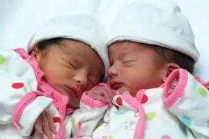 Nama Bayi Perempuan Yang Artinya Kembar
