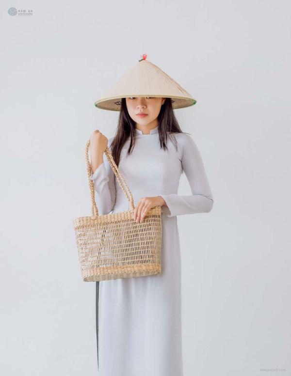 NA-handcrafted-woven-seagrass-tote-bag