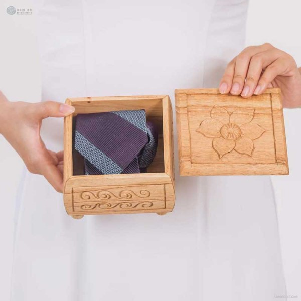 NA-hand-carved-square-shape-wooden-box-with-flower-pattern