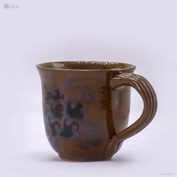 NA-ceramic-mug-with-hand-drawn-flowers
