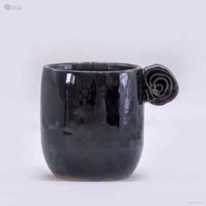 NA-ceramic-mug-with-rolled-rose-handle