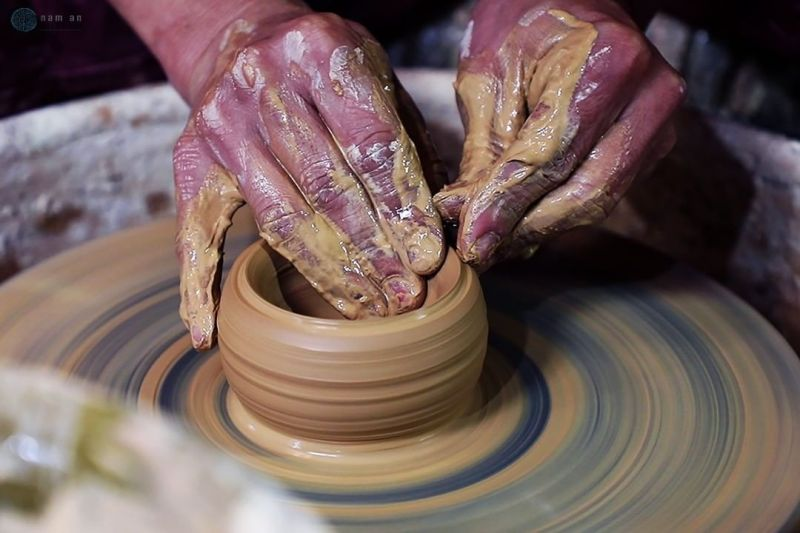 The only hand-thrown pottery artist in Ha Noi till now