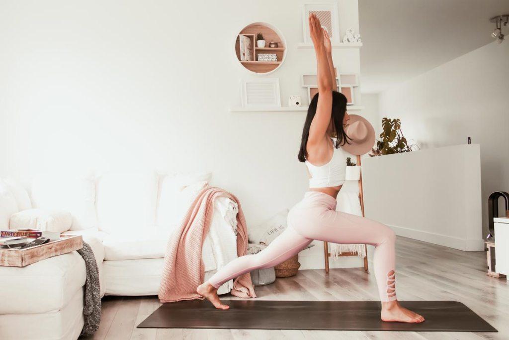 Routine de yoga pour s'enraciner | Namasté & Coco Latté