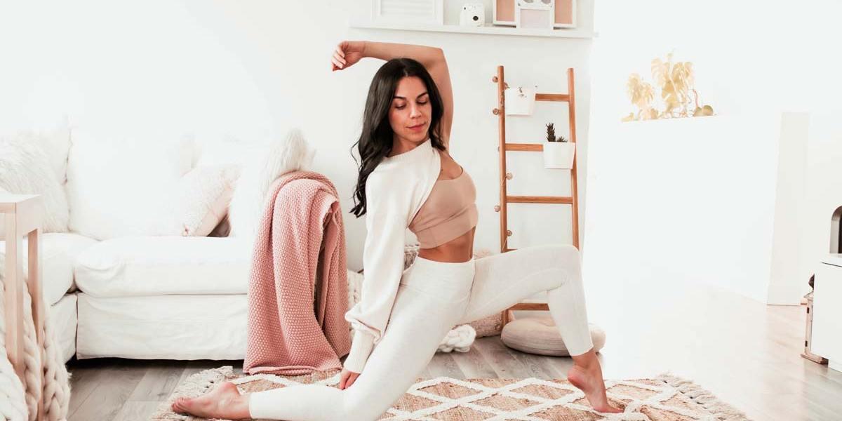 Routine de yoga pour ouvrir le coeur et corriger le dos voûté