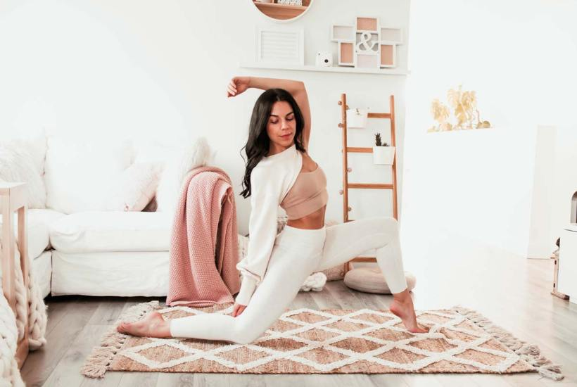 Routine de yoga pour ouvrir le coeur et corriger le dos voûté | Namasté & Coco Latté