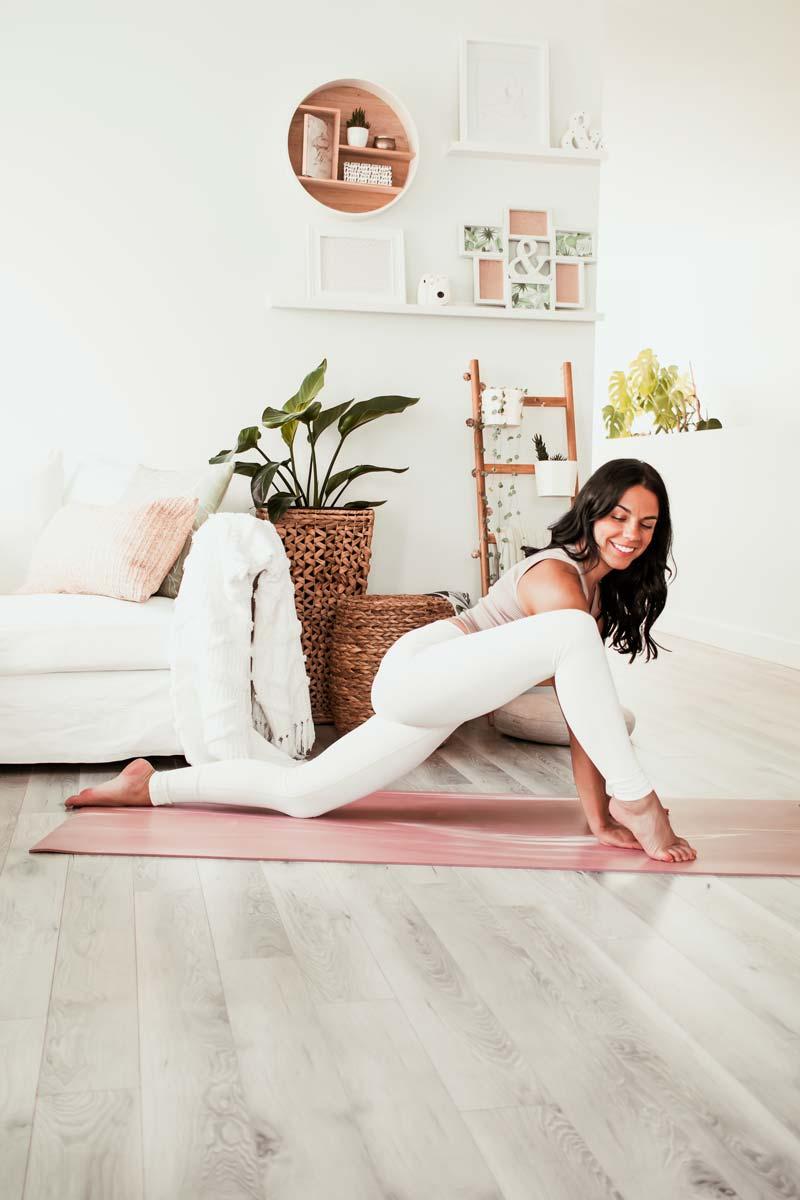 Routine de yoga dynamique pour retrouver l'équilibre   Namasté & Coco Latté