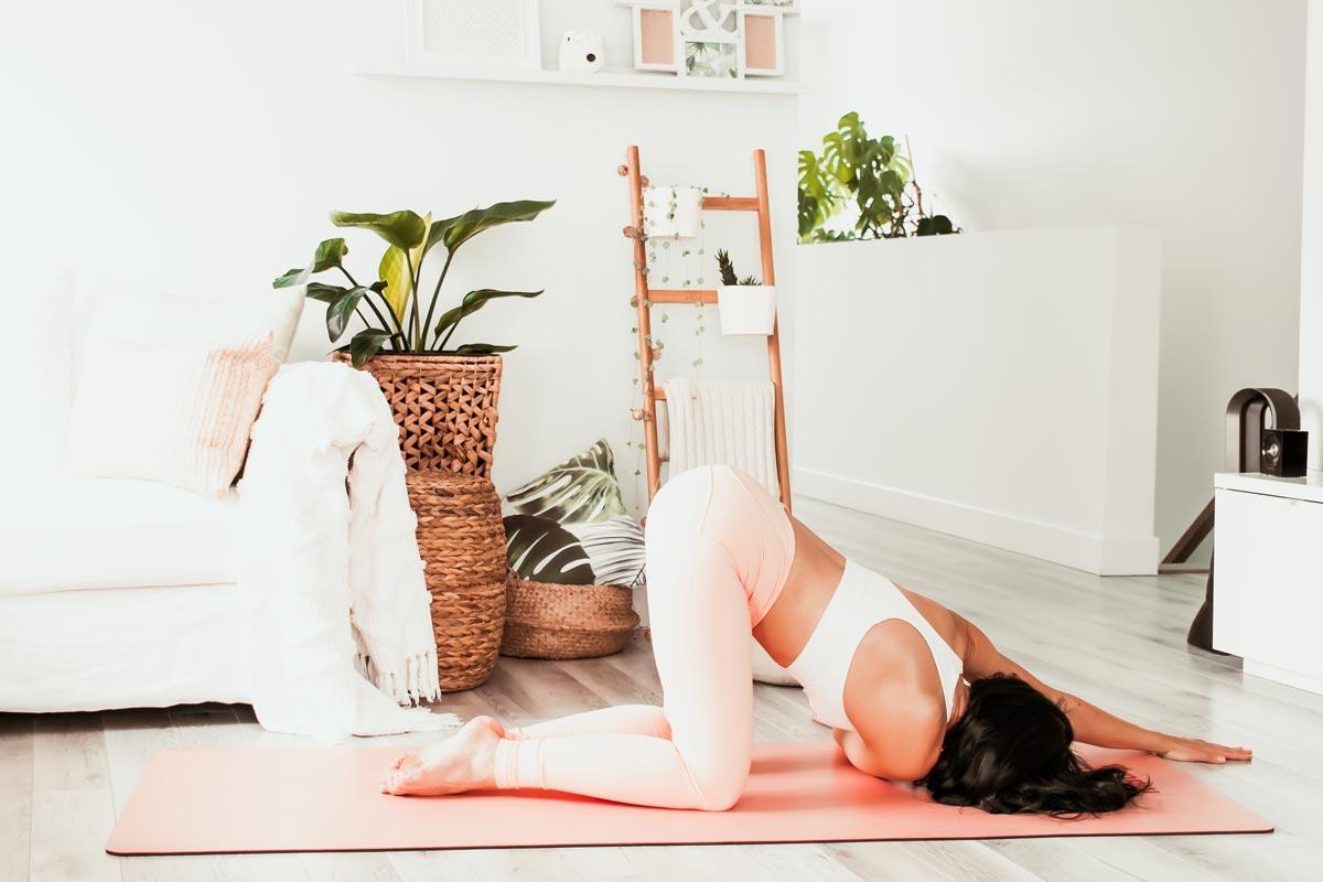 Routine de yoga matinale douce de 20 minutes | Namasté & Coco Latté