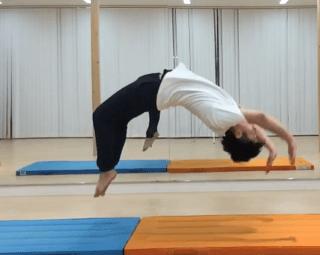 徳島県でバク転ができる体操教室「ポイントは後ろに飛ぶ恐怖に打ち勝つ」