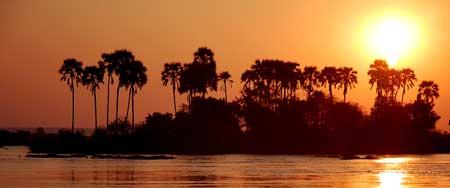 Vyjeli jsme si po Zambezi a počkali na fascinujici západ slunce