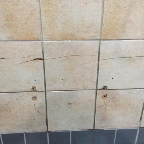 CRACKED CHIPPED BROKEN TILE REPAIRS AND REFURBISHMENTS