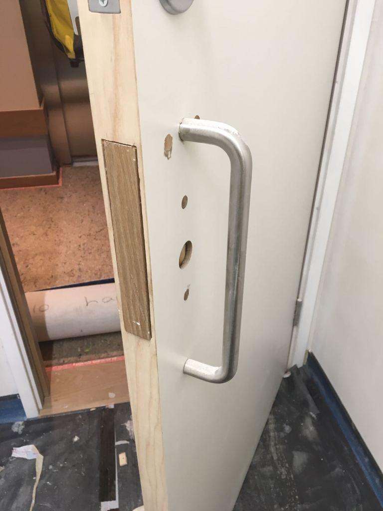 LAMINATE DOOR REPAIR CHIP SCRATCH SCREW HOLE DENT BURN REPAIR FIX HOLE INCORRECTLY DRILLED