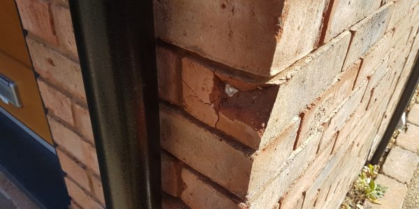 DAMAGED BRICK REPAIR CHIP CRACK SPELCH BROKEN BRICK REPAIR BEFORE
