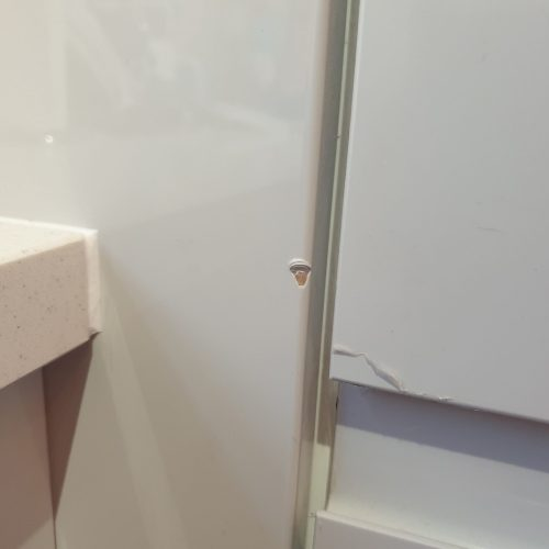 HIGH GLOSS KITCHEN CUPBOARD DOOR ENDPANEL CHIP REPAIR BEFORE