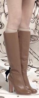 076f26b808e5 Na prelome rokov 2013-2014 si dizajnéri vyberajú hlavne kliny pre dámske  módne topánky