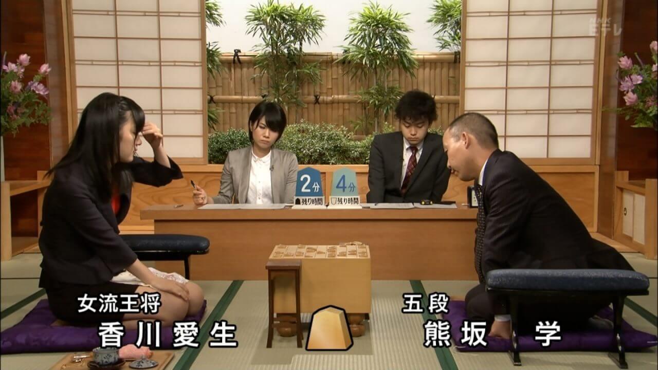 女流棋士香川愛生のスカートまくり上げ戦法とは?昔の写真が衝撃的だった!?