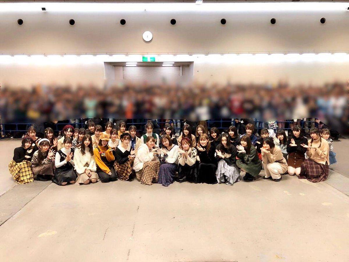 今泉佑唯の卒業写真(拡大)で鬼の形相でカメラを睨み付けているは誰?