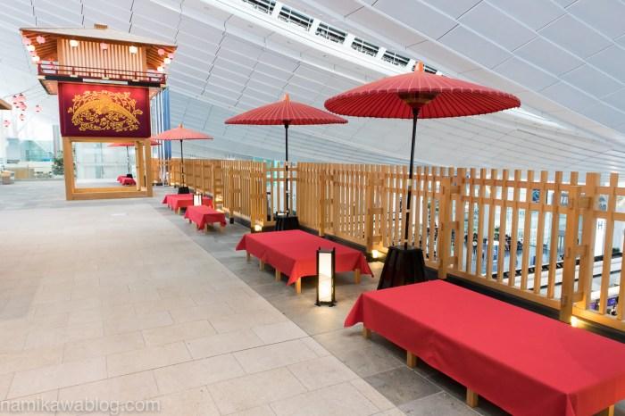 羽田空港国際線ターミナルはねだ日本橋の赤い椅子