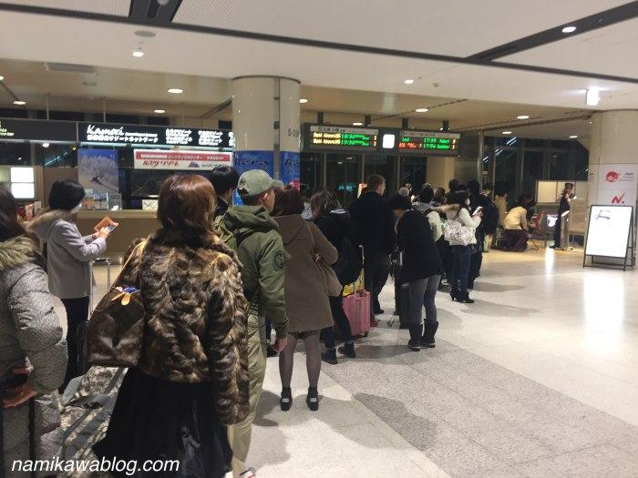 新千歳空港1階到着ロビー・JRの入場制限