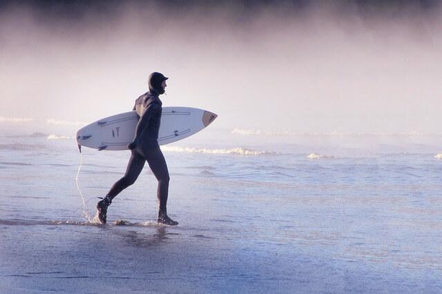 冬のサーフィンで活躍するホットジェル・クリームとは?おすすめ商品も