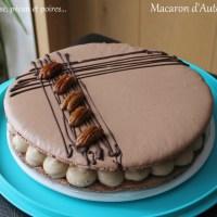 Macaron d'automne ( Crème diplomate à la pralinoise, compotée de poire et noix de pécan caramélisées)
