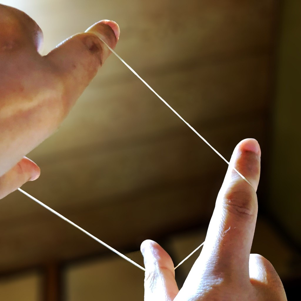 幅広に輪ゴムを伸ばしてみると筋肉の収縮がわかる