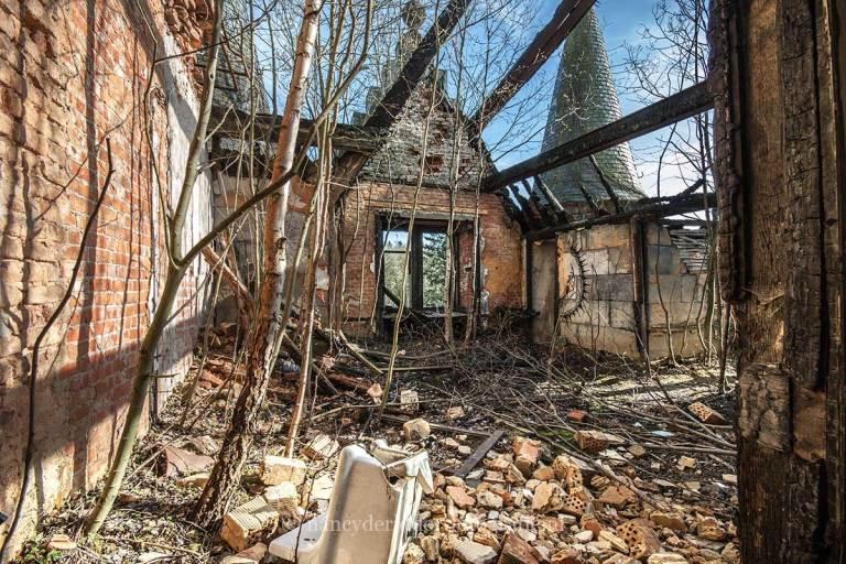 chateau de noisy, urbexlocatie, weeshuis, dak, spookkasteel
