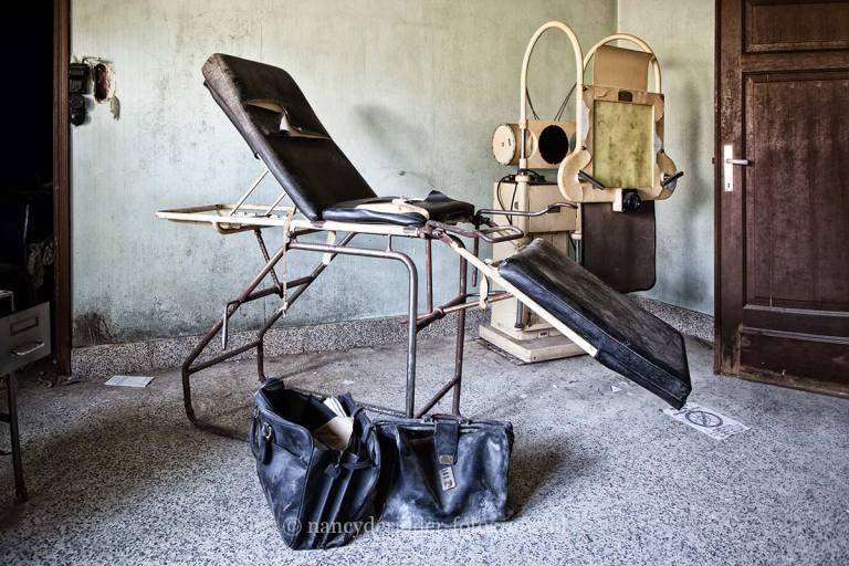 maison dr. pepito, praktijkstoel, vervallen dokterspraktijk, urbex, belgië