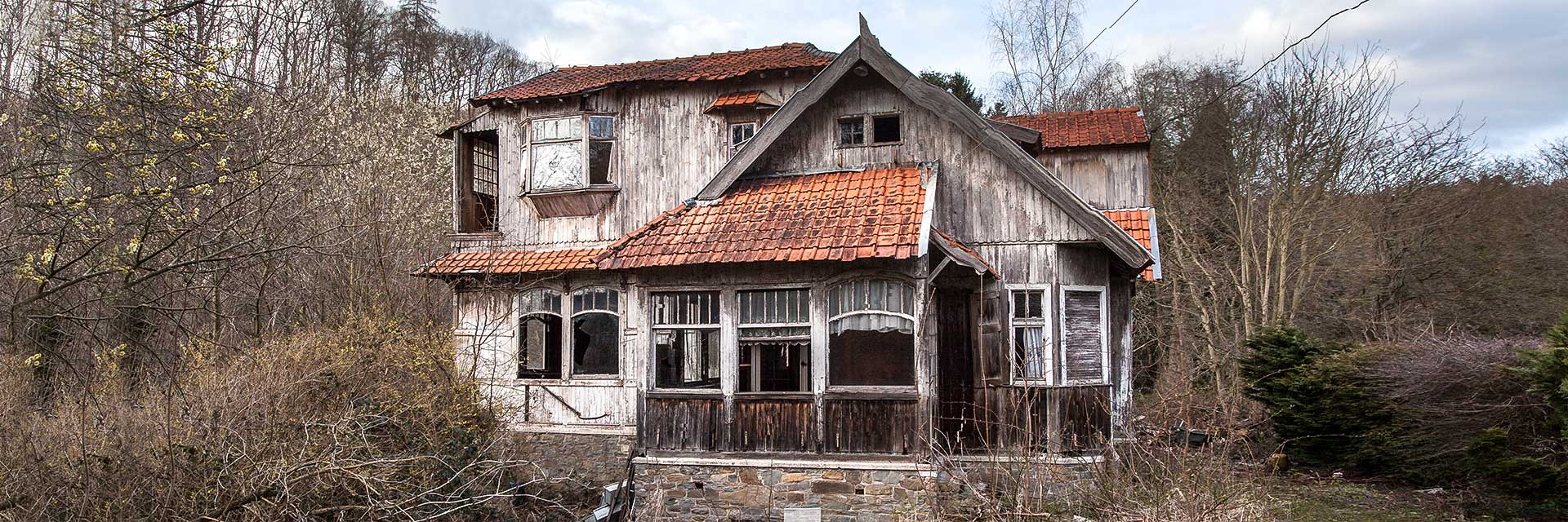 Urbex, verlaten gebouwen, vervallen kastelen