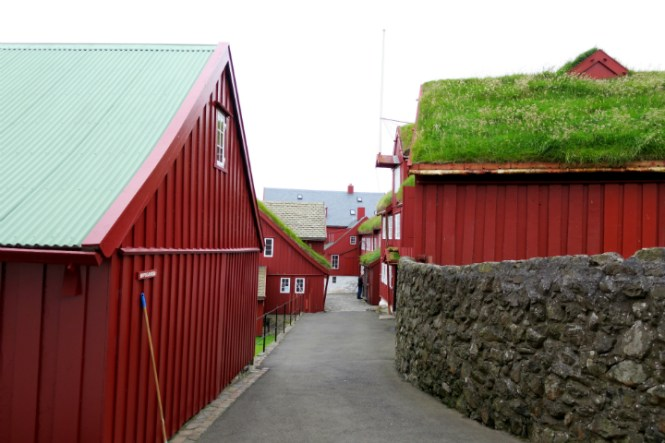 narrow street tinganes