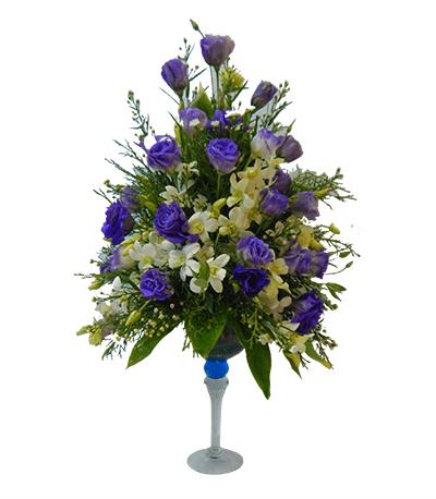 Arreglo con lisianthus azules