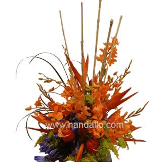 Arreglo floral con orquídea, bambu,opala