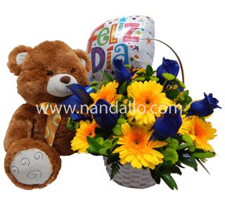 Arreglo floral de cumpleaños con rosas azul