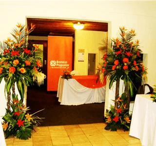 Arreglos floral para entrada de evento