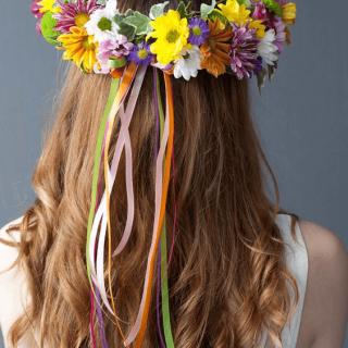 Diadema floral con margaritas