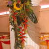 Arreglo floral tropical para evento