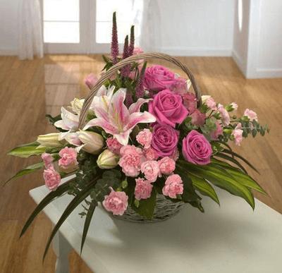 Canasta flores rosadas