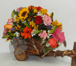 Carreta rústica con flores primaverales