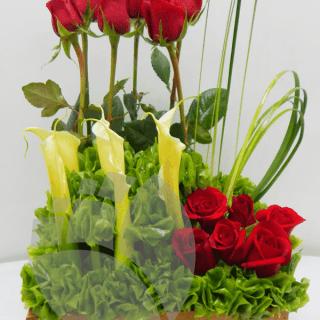 arreglo de rosas en base de madera