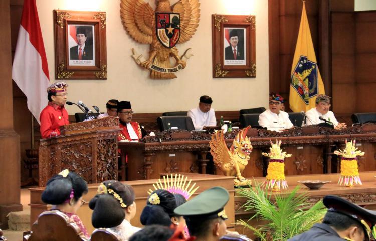 """Nangun Sat Kerthi Loka Bali"" 55 Anggota DPRD Bali Dilantik Kenakan Busana Adat, sinergi mewujudkan Bali Era Baru, saling melengkapi antara Gubernur dengan DPRD"