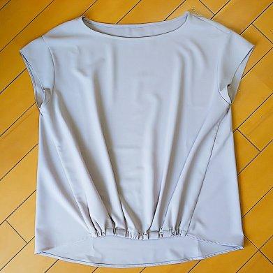 airCloset(エアクロ)から買取した洋服。薄いグレーのノースリーブのトップス。