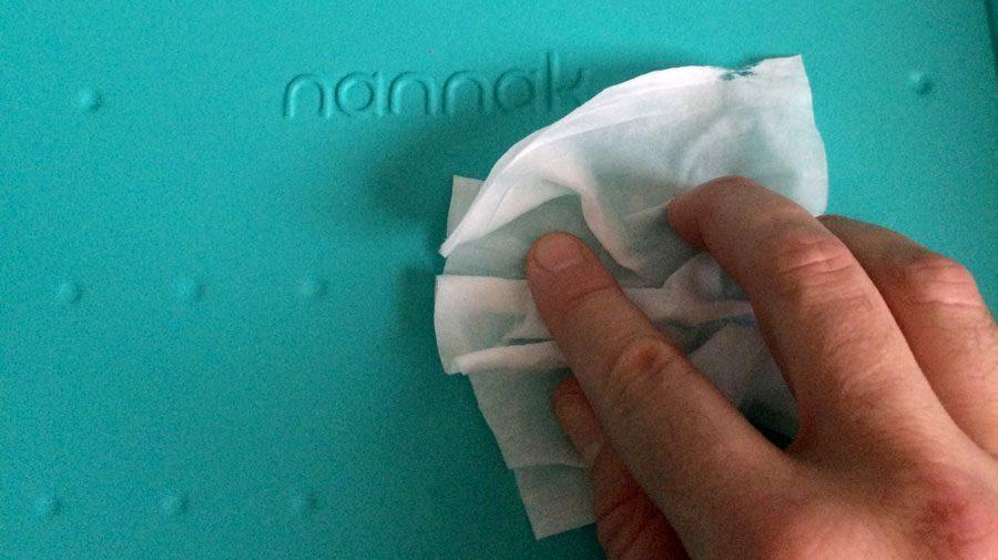Limpieza e higiene de un cambiador de bebé en un hospital