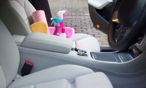 التلميع الداخلي للسيارات