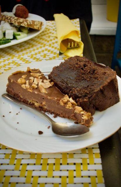 moelleux au chocolat et gâteau caramel et cacahuètes