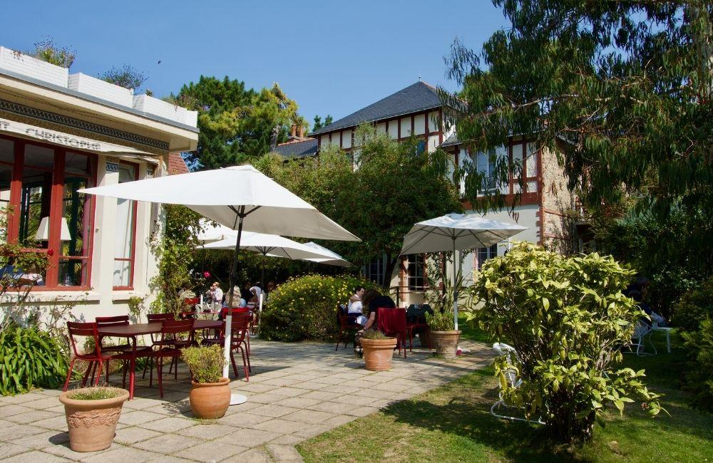 jardin du restaurant le saint christophe à la baule