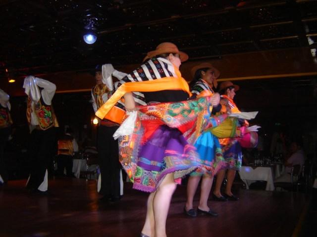 Фейерверк перуанских народных танцев